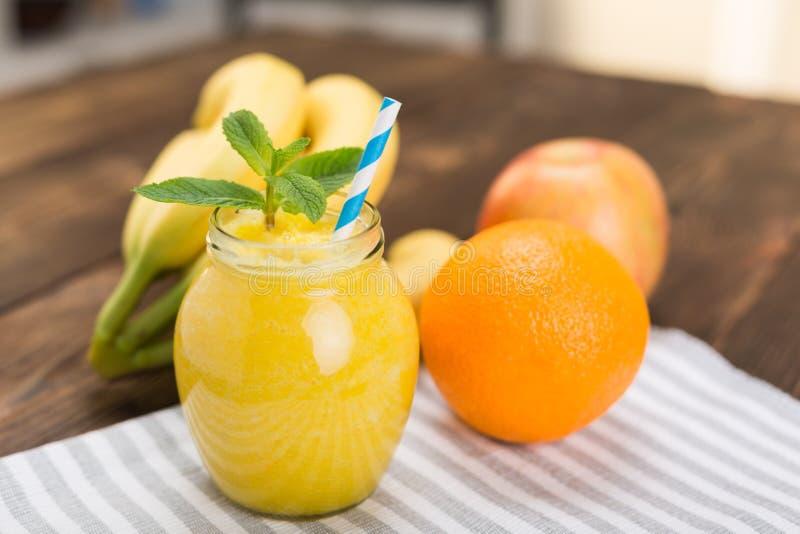Frische Frucht Smoothies lizenzfreies stockbild