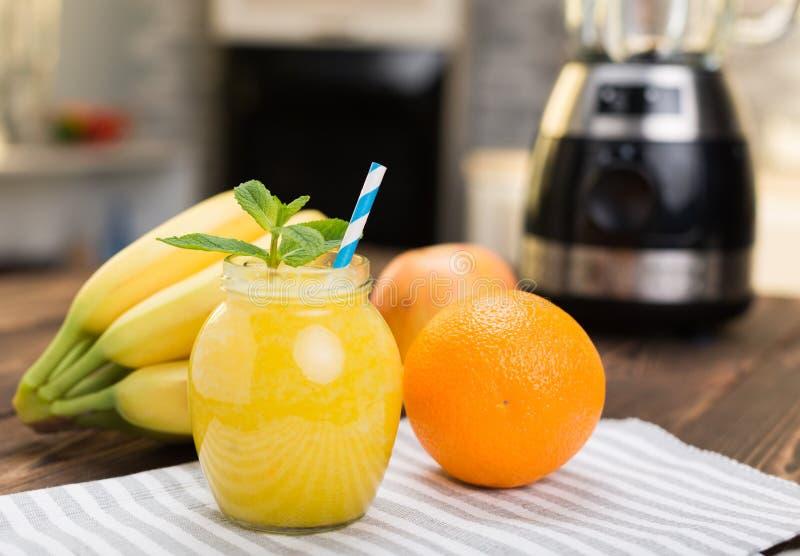 Frische Frucht Smoothies stockfotografie