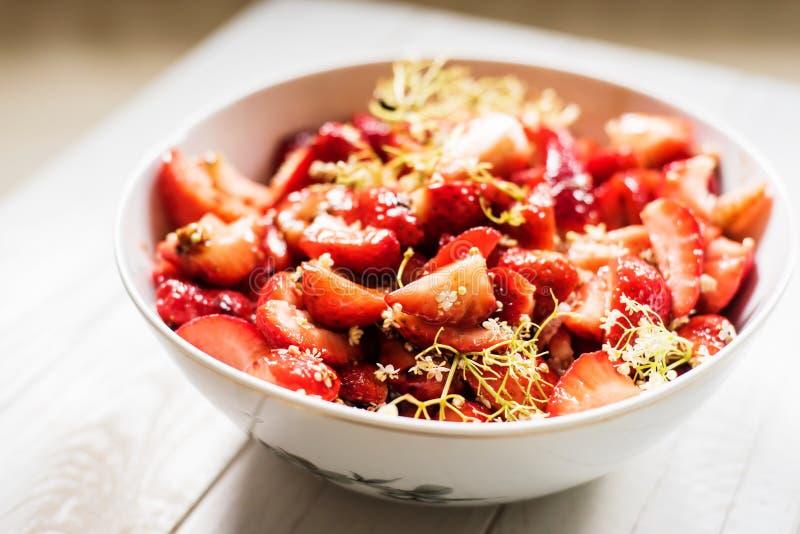 Frische Garten-Erdbeeren lizenzfreie stockfotos