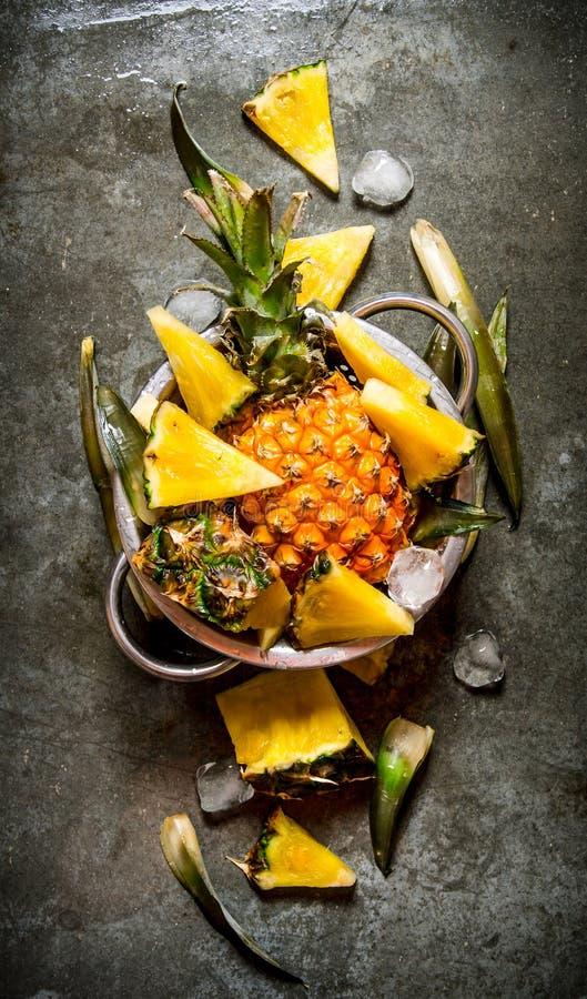 Frische geschnittene Ananas stockbild
