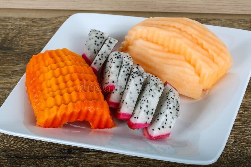 Frische geschnittene Früchte stockfotografie