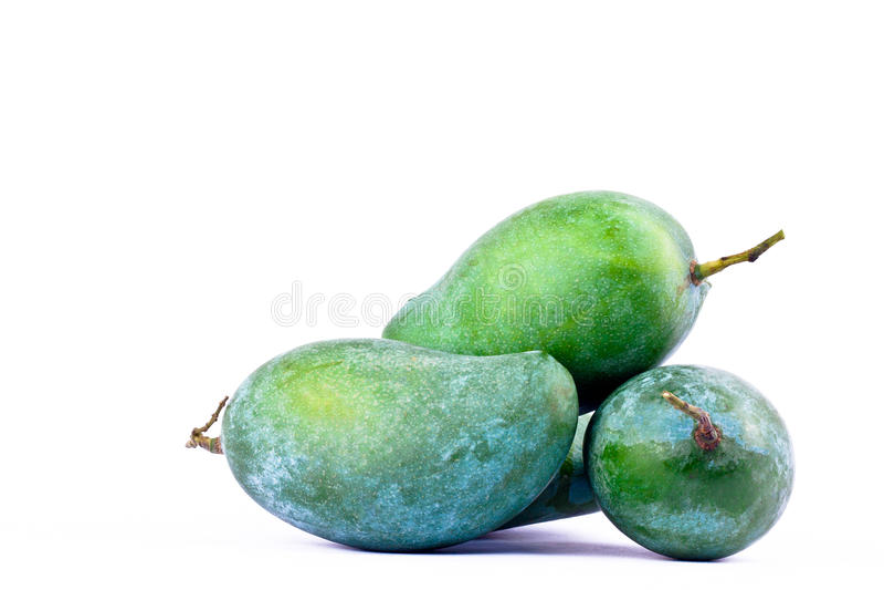 Frische grüne reife Mango auf gesundem Fruchtlebensmittel des weißen Hintergrundes lokalisierte nah oben stockfotos