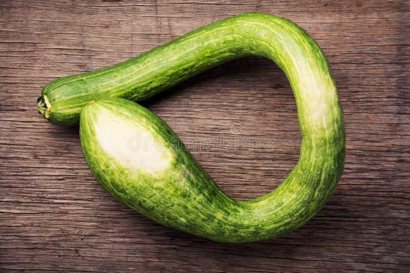 Frische grüne Zucchini stockfoto