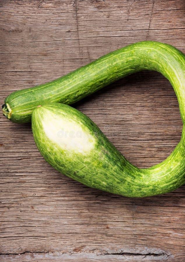 Frische grüne Zucchini lizenzfreie stockfotos