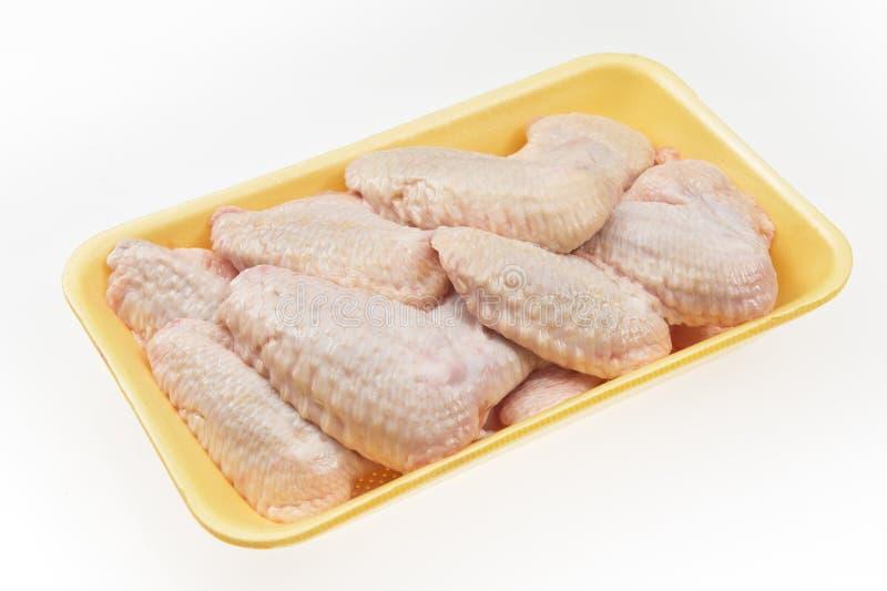 Frische Hühnerflügel für Verkauf im Paket lizenzfreies stockfoto