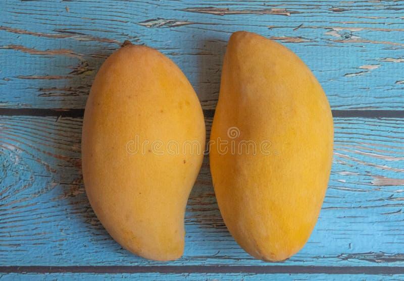 Frische, köstliche süße Mangos lizenzfreie stockbilder