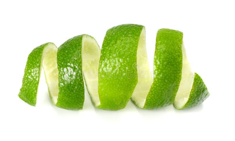 frische Kalkschale lokalisiert auf weißem Hintergrund Gesunde Nahrung lizenzfreies stockbild