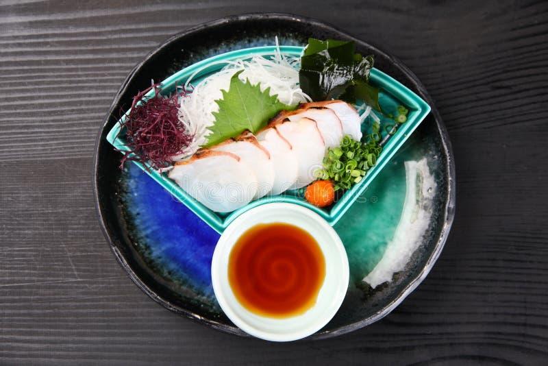Frische Krakensashimiplatte auf einem Speisetische stockbilder
