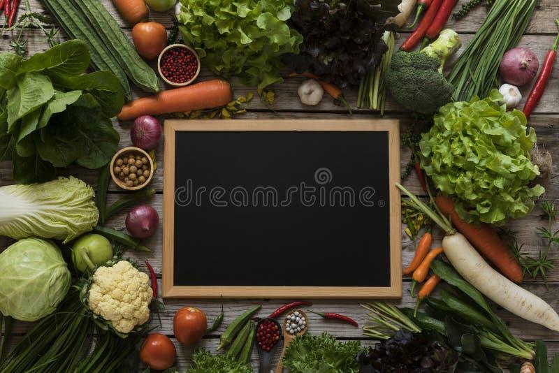 Frische Landwirte vermarkten Obst und Gemüse von oben genanntem mit Kopien-SP stockfotografie