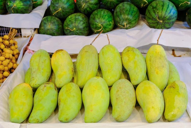 Frische Mangos, thailändischer Fruchthintergrund, süße Frucht lizenzfreies stockfoto