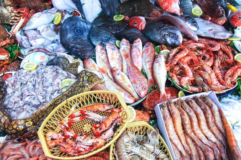 Frische Meeresfrüchte klemmen Markt Essaouira Marokko fest stockfotografie