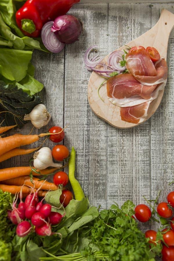 Frische Nahrung auf der Tabelle stockfoto