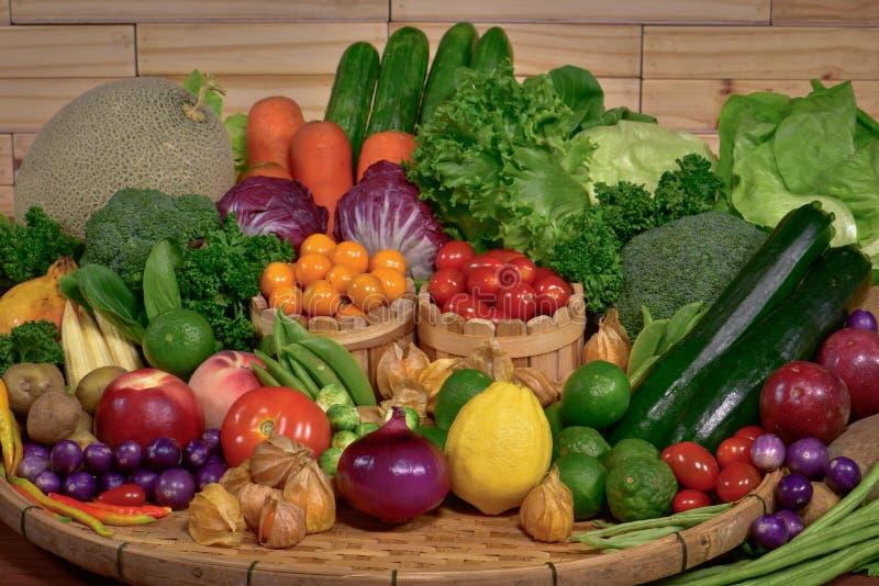 Frische Obst und Gemüse organisch für gesundes stockfotos