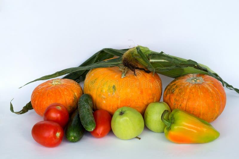 Frische Obst und Gem?se lokalisiert auf wei?em Hintergrund stockbild