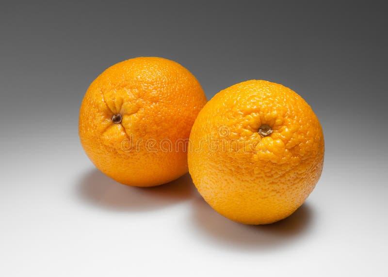 Frische Orange auf weißer Steigung lizenzfreies stockbild