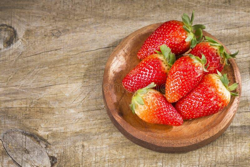 Frische organische Erdbeeren - Fragaria stockbilder