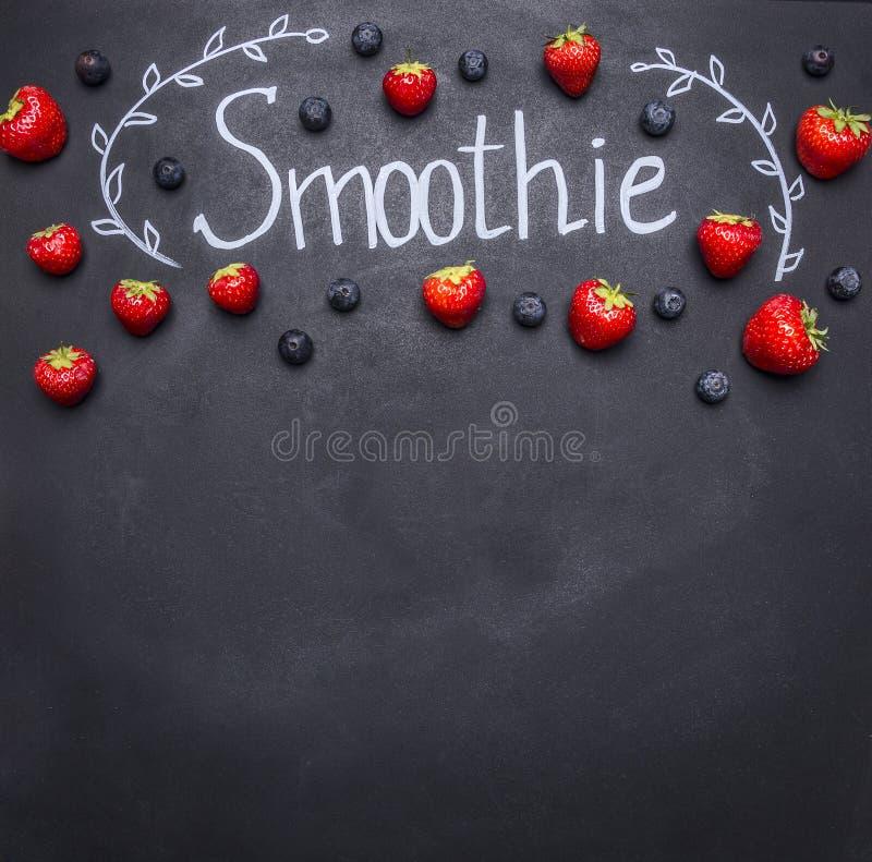 Frische organische Smoothiebestandteile Superfoods und Gesundheit oder Detoxdiätlebensmittelkonzept Konzept, das Smoothies von Fr lizenzfreie stockfotografie