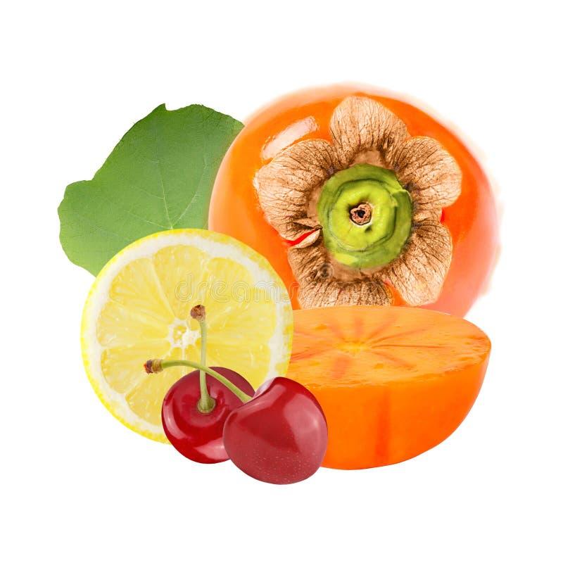 Frische Persimone mit der Zitrone und Kirschen lokalisiert auf weißem Hintergrund stockfoto