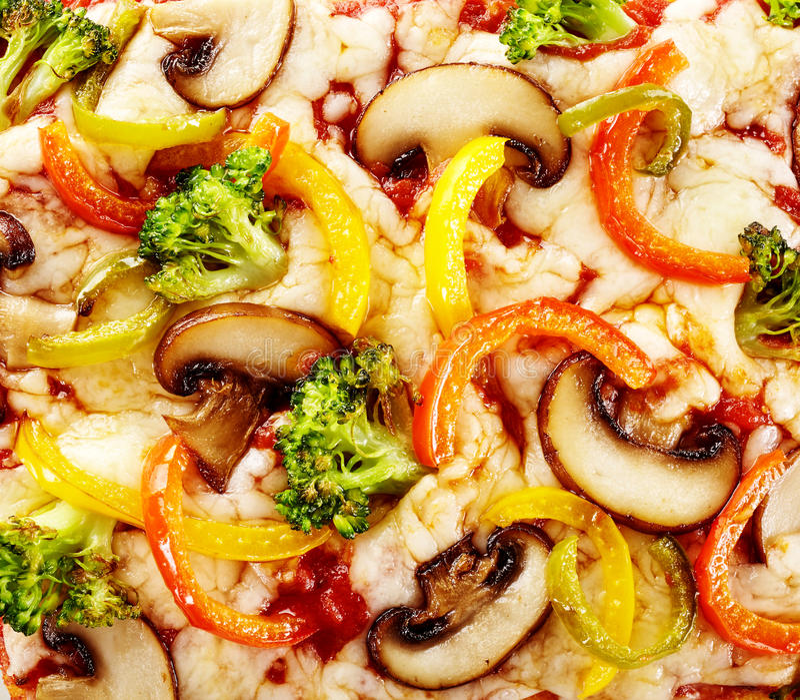 Frische Pfeffer, Pilz und Brokkoli Italienerpizza stockbilder