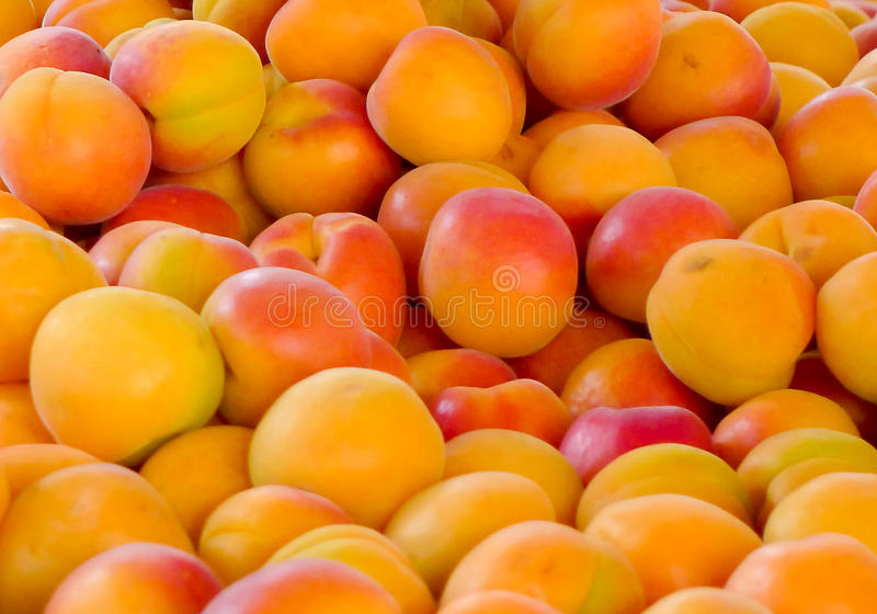Frische Pfirsiche für Verkauf lizenzfreie stockbilder