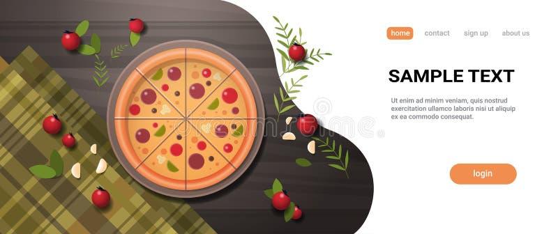 Frische Pizza umgeben durch winkelsichtnahrung des italienischen köstlichen Konzeptes des Gemüserestaurants die Spitzengedient au lizenzfreie abbildung