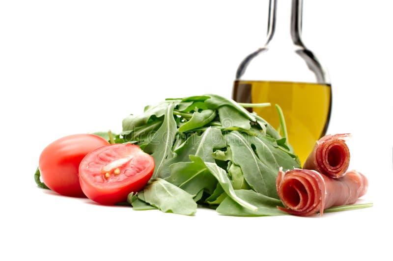 Frische Rakete, Kirschtomaten, exstra reines Olivenöl und Parma stockfotos