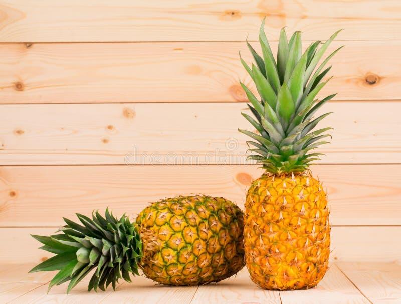 Frische reife Ananas lizenzfreie stockfotografie