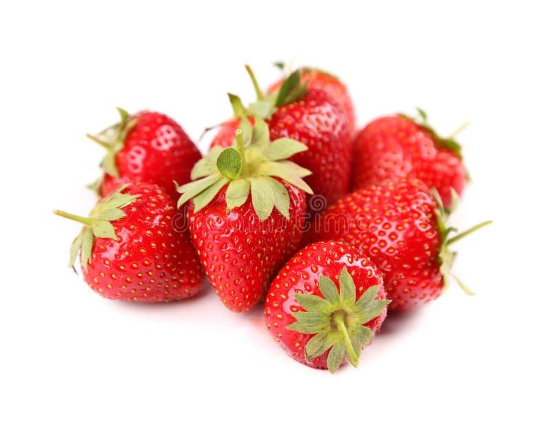 Frische rote reife Erdbeeren lokalisiert auf Weiß stockbild