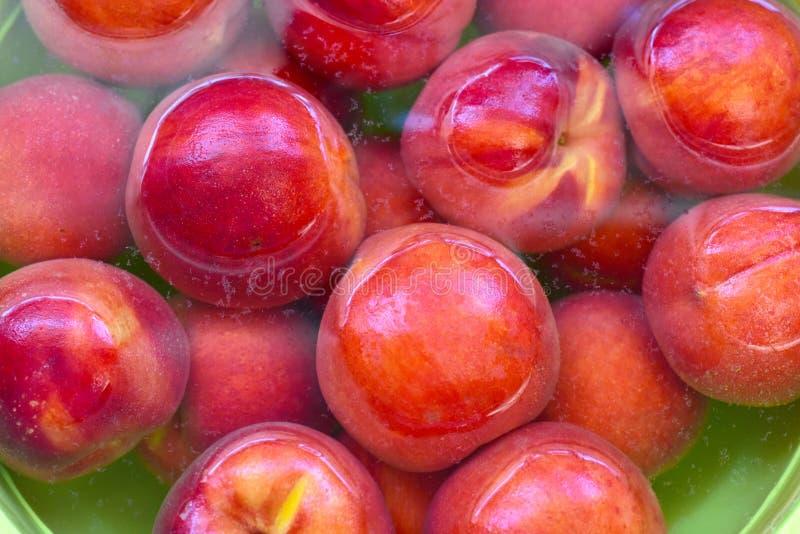 Frische saftige Pfirsichfrucht stockbild