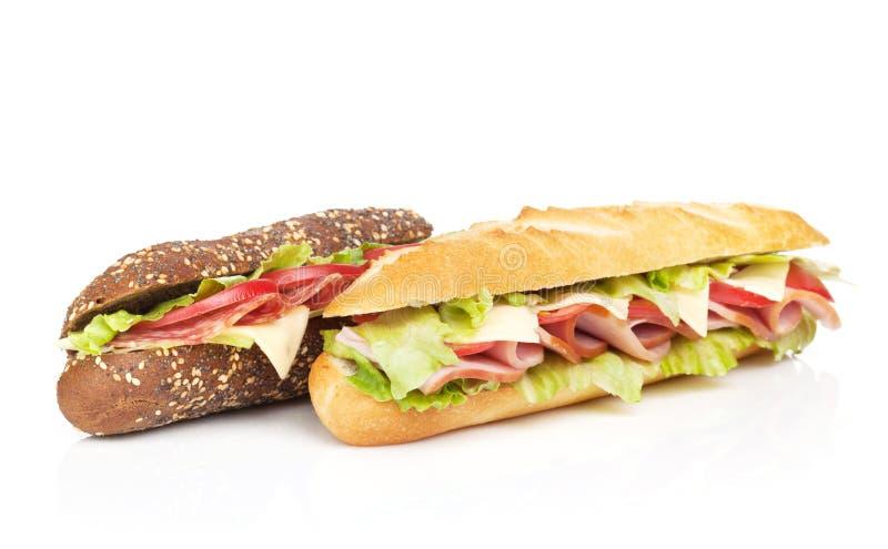 Frische Sandwiche mit Fleisch und Gemüse stockfoto