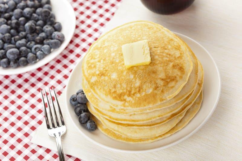 Download Frische Selbst Gemachte Pfannkuchen Mit Sirup Stockfoto - Bild von heiß, flapjacks: 26364498