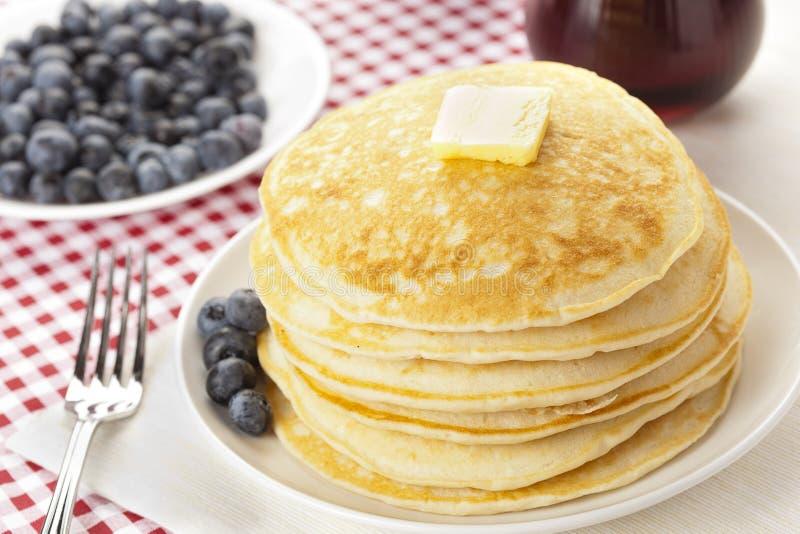 Download Frische Selbst Gemachte Pfannkuchen Mit Sirup Stockfoto - Bild von frühstück, süß: 26364880