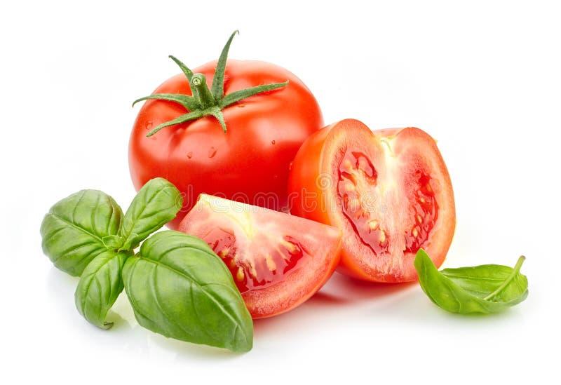 Frische Tomaten und Basilikumblätter stockfotos