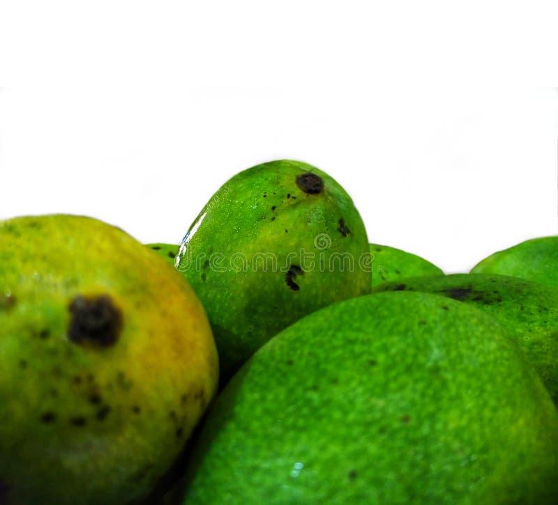 Frische und saftige Mango lokalisiert auf weißem Hintergrund lizenzfreie stockfotos