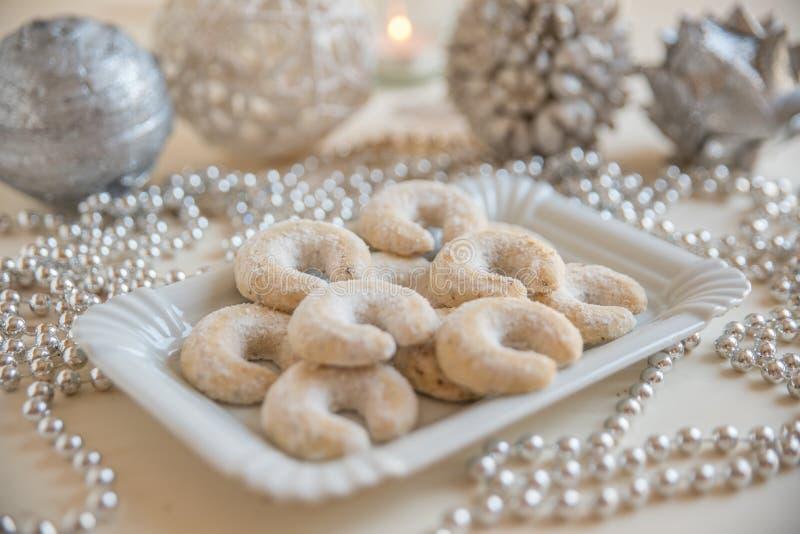 Frische Vanille-Plätzchen mit pulverisiertem Sugar For Christmas lizenzfreie stockbilder