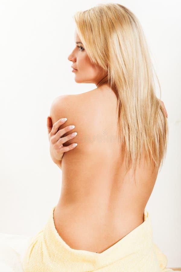 Frischefrau mit Tuch stockbilder