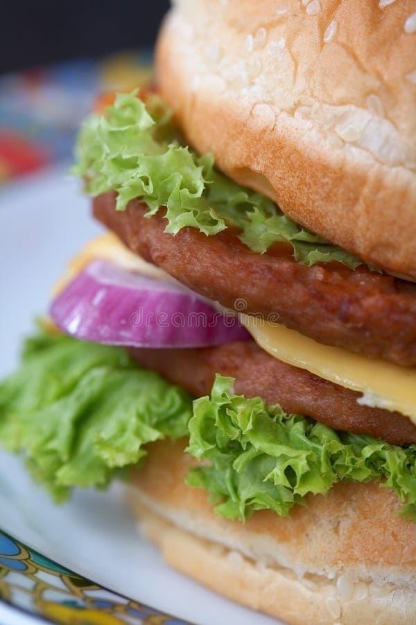 Frischer Burger lizenzfreies stockfoto