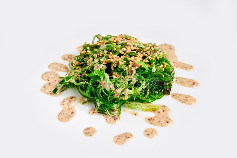 Frischer chuka Meerespflanzensalat auf Weiß Japanische Küche stockbild