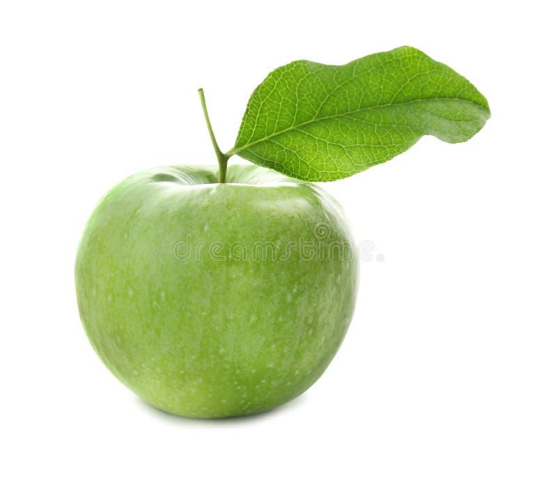 Frischer grüner Apfel mit Blatt lizenzfreie stockbilder