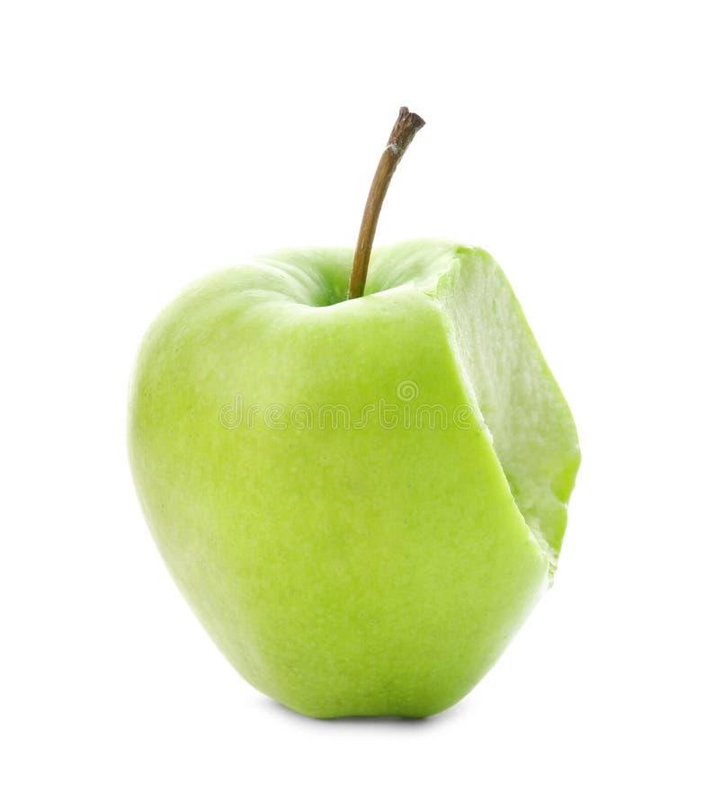 Frischer grüner Apfel mit dem Bisskennzeichen lokalisiert lizenzfreies stockbild