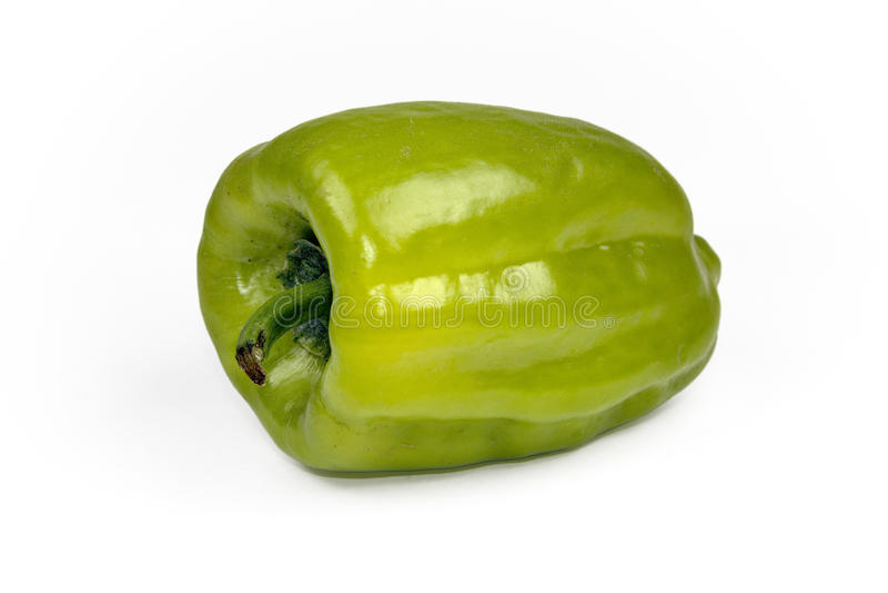 Frischer grüner grüner Pfeffer (spanischer Pfeffer) auf einem weißen Hintergrund lizenzfreies stockbild