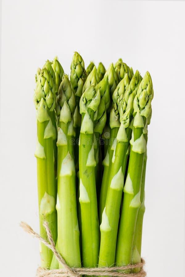 Frischer grüner Spargel stockfoto