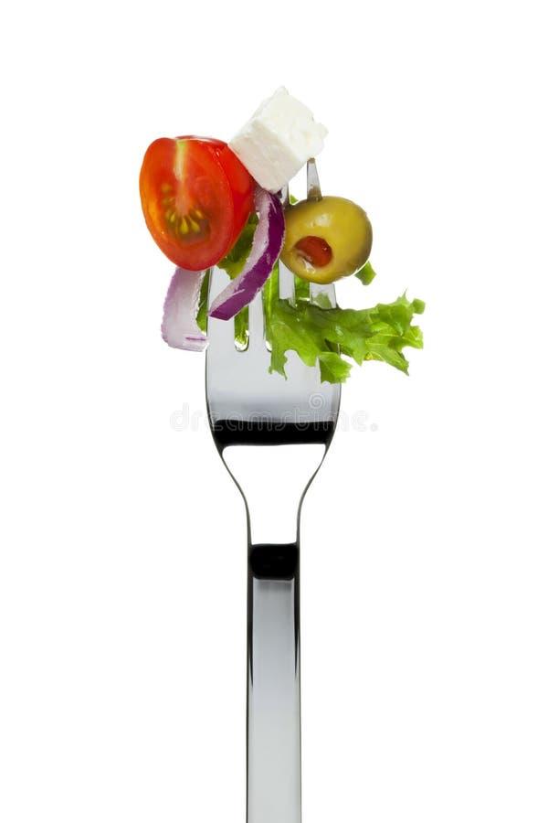 Frischer griechischer Salat sticked auf Gabel stockfotografie