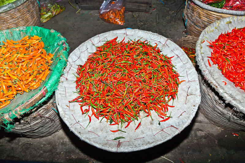 Frischer Paprika wird im Blumen-Markt in Chinatown angeboten stockfoto