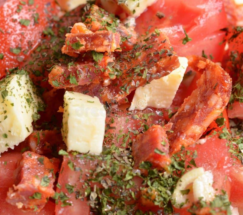 Frischer Salat mit Wurstschinken und verschiedenem Gemüse stockfotos
