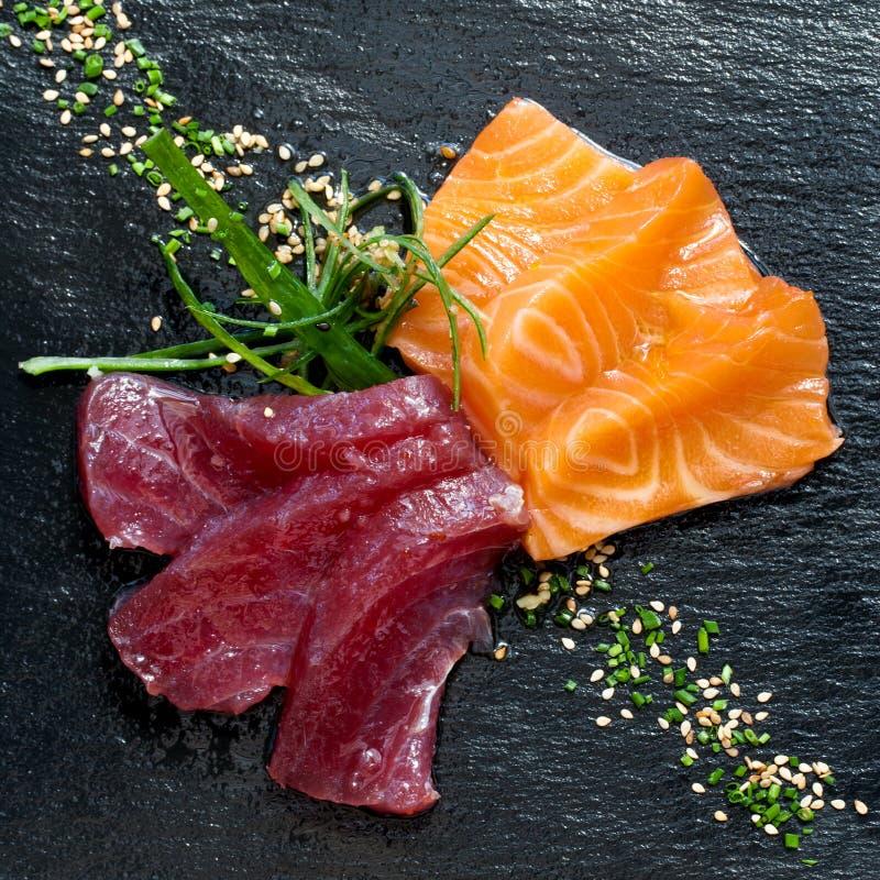 Frischer Thunfisch- und Lachssashimi. lizenzfreie stockbilder