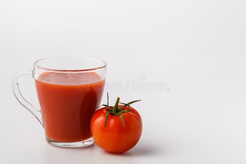 Frischer Tomatensaft im Glas Gemüsegetränk von der organischen natürlichen Tomate lizenzfreies stockfoto