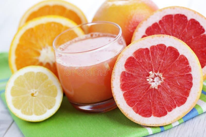 Frischer Zitrusfruchtsaft lizenzfreies stockbild