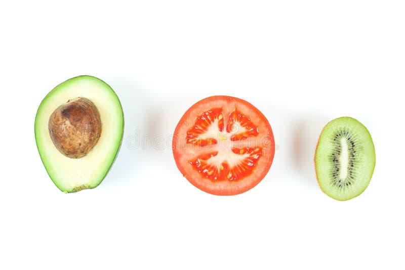 Frisches avokado, Tomate und Kiwi lokalisiert auf Weiß Gesunde Nahrungsmittelkonzeption lizenzfreie stockfotografie