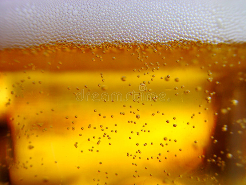 Download Frisches Bier stockfoto. Bild von alcohol, glas, schaumgummi - 42268